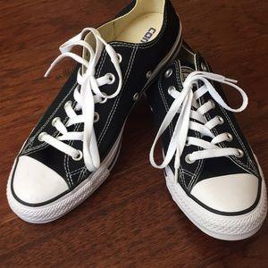 Men's converse shoes, size 7 1/2
